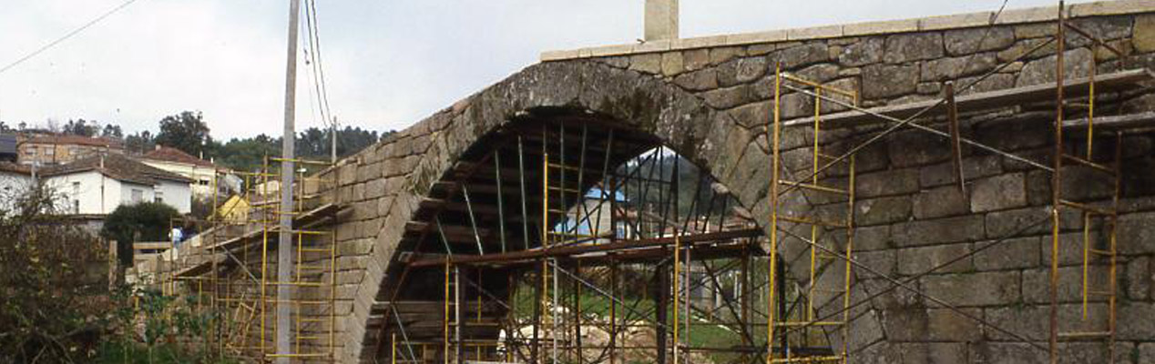 Restoration of the medieval Bridge Loña
